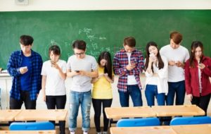 Mobile Phones Should Be Banned in Schools